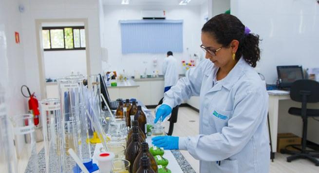Laboratório próprio para o tratamento de efluentes